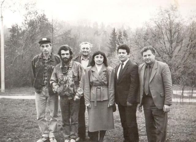 Олег Павлюк -- крайній зліва. Початок діяльності Зоопарку в м. рівне