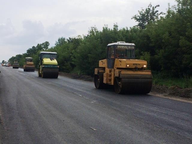 Ремонт дороги Рівне-Сарни у липні 2017 року. Фото прес-служби РОДА.